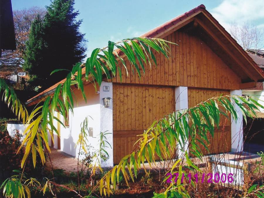 Garage mit Holz