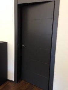 Türe schwarz